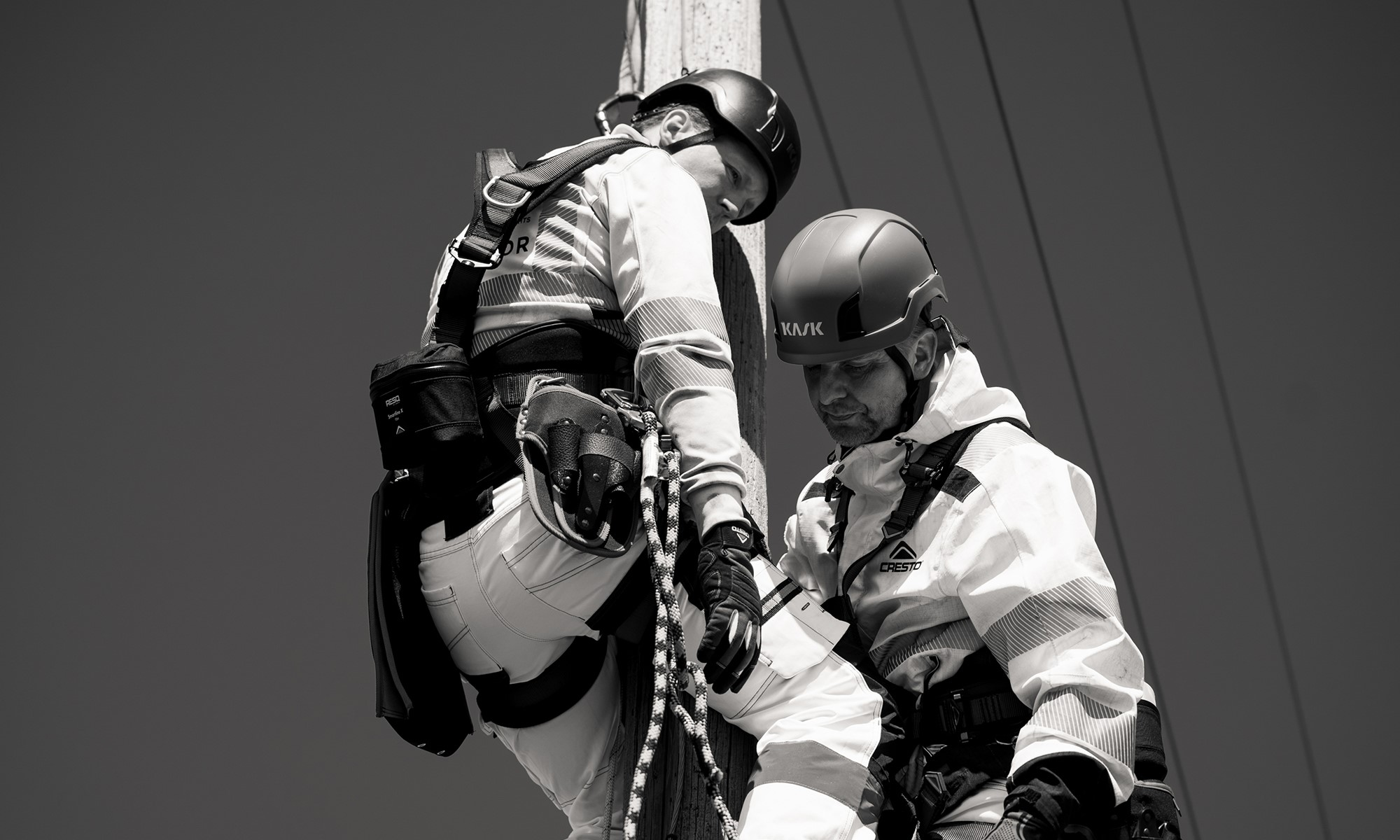 A height worker evacuating his injured friend from a pole