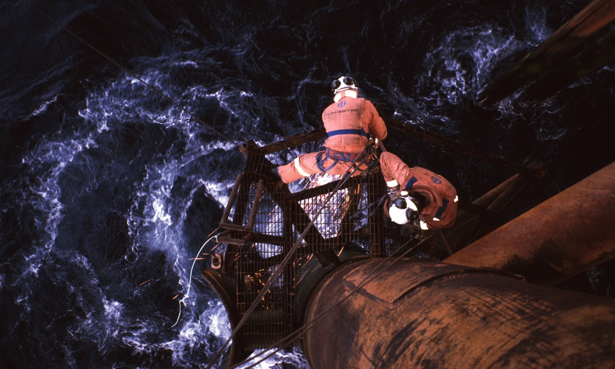Two worker with fall protection that is working offshore on a oil rigg.